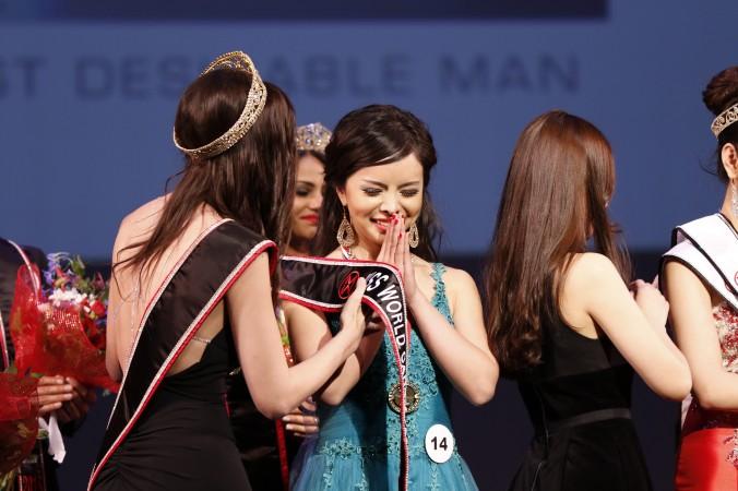 La nouvelle Miss Canada Monde rapporte que son père est menacé en Chine