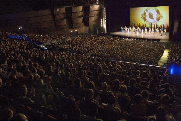 Paris: «Shen Yun nous rappelle d'où nous venons et là où nous voulons aller»