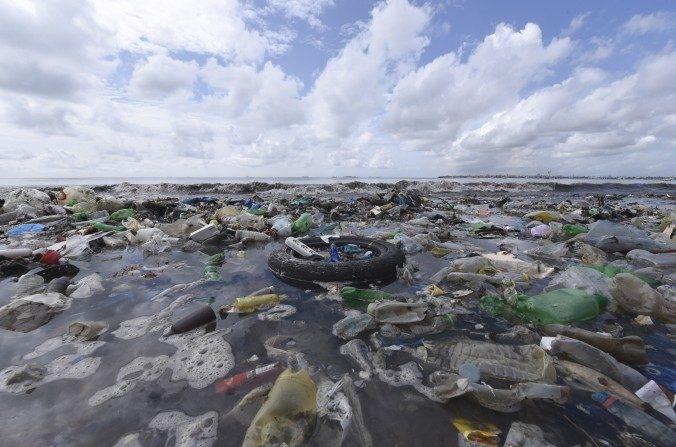 Ces petits morceaux de plastique dans nos océans, un danger pour l'humanité