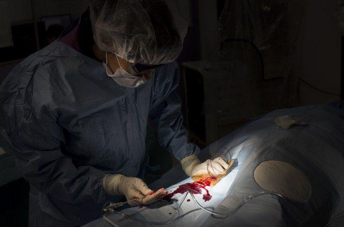 Retrait de l'étude scientifique d'un chirurgien impliqué dans la persécution du Falun Gong
