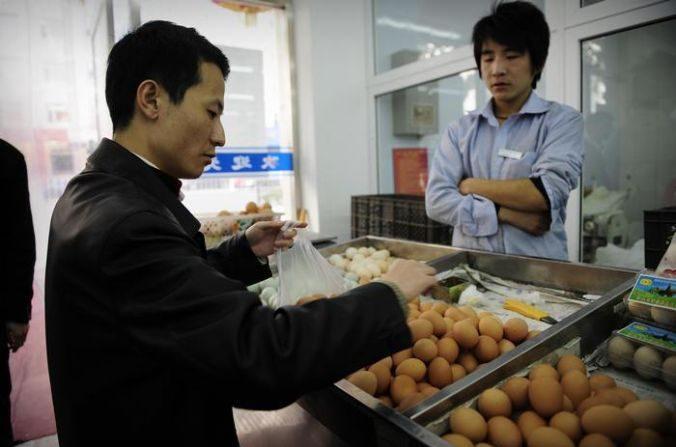 Oeufs artificiels et riz plastique chinois : faut-il s'inquiéter ? (vidéo)