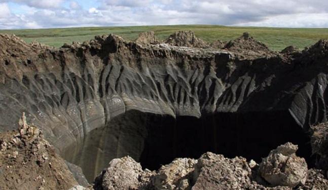 À quoi est due la formation de ces nouveaux cratères en Russie?