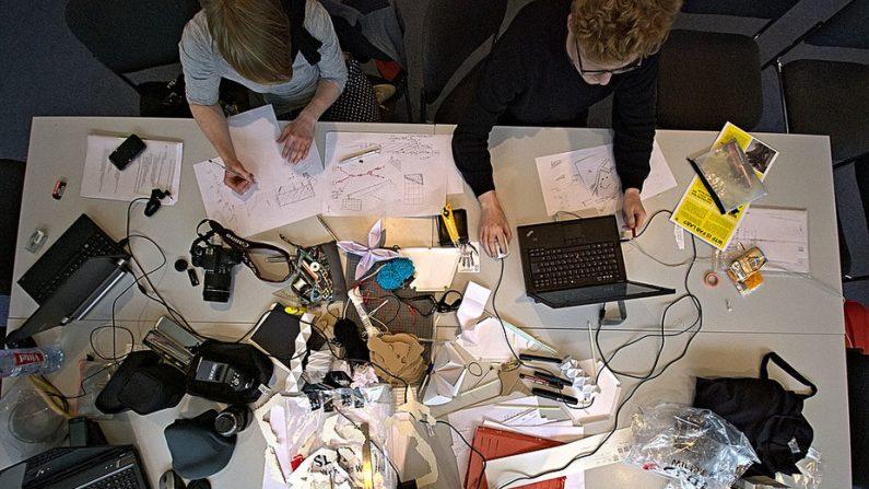 Apprendre à l'ère du numérique: penser et faire à nouveau réunis