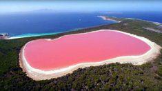 Ces lacs semblent piquer un fard mais ils n'ont pas honte : leur couleur est seulement extravagante
