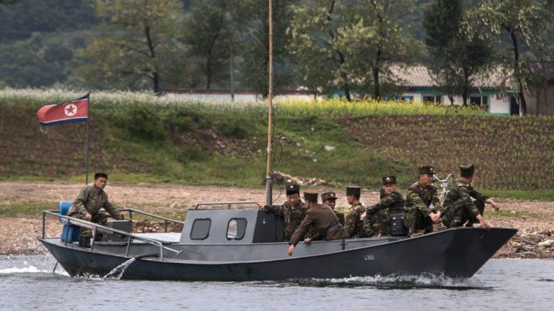 Un navire nord-coréen menace un bateau de pêche japonais en le poursuivant dans le territoire de Tokyo