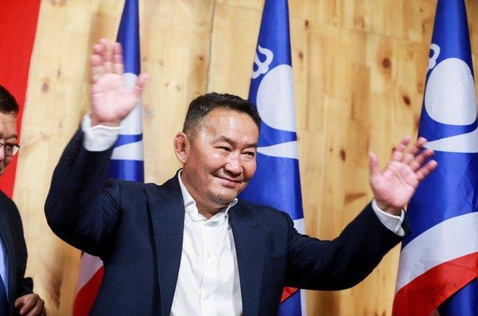 Un ancien lutteur devient président de la Mongolie