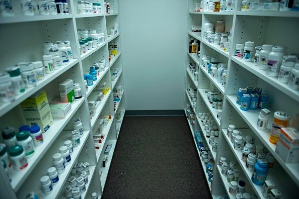 Dépendance aux opiacés: Des laboratoires pharmaceutiques aux médecins américains