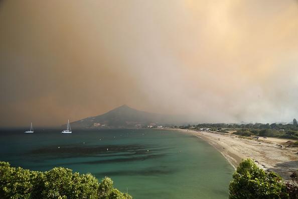 Près de 700 personnes évacuées en Corse en raison d'incendies