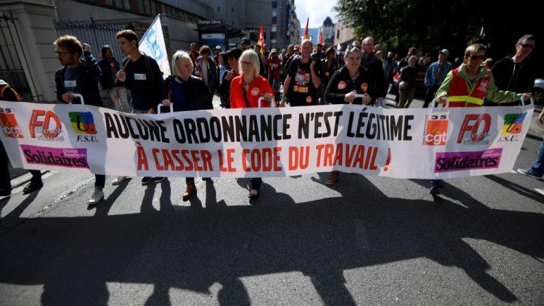 Réforme du droit social: le gouvernement français demeure ferme malgré les manifestations