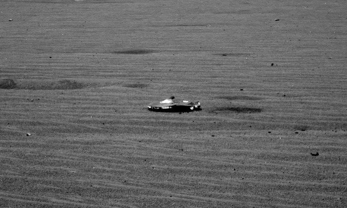 La NASA affirme que l'objet trouvé sur Mars est un débris de rover et non un objet fait par des extraterrestres