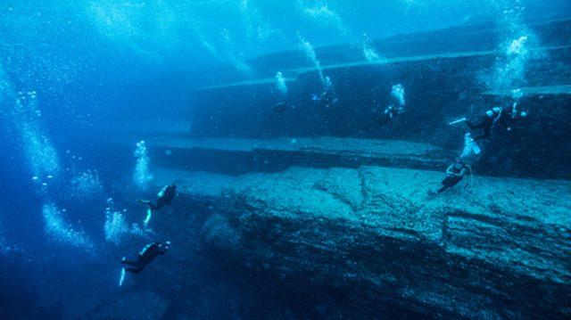 L'impressionnante «pyramide» engloutie du Japon comparée à la cité perdue d'Atlantis – le débat continue