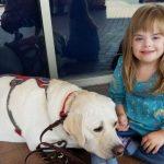Ce chien se comportait étrangement à la maison – maman téléphone à l'école et découvre pourquoi