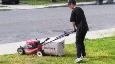Un adolescent toque à une porte pour offrir de tondre la pelouse - quand un homme a appris pourquoi, il devait prendre une photo