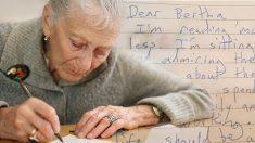 Une dame de 83 ans écrit une lettre à un ami. La dernière ligne a fait couler beaucoup de larmes