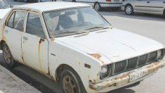 Cet homme est sans voix quand il se retrouve devant son véhicule qu'il avait déclaré volé vingt ans plus tôt!