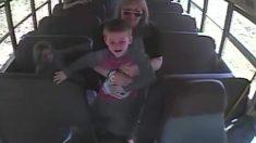 Incroyable ! Voyez comment un chauffeur de bus a sauvé la vie d'un écolier de six ans