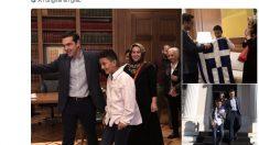 Immigration: Alexis Tsipras «donne le drapeau grec» à un jeune afghan