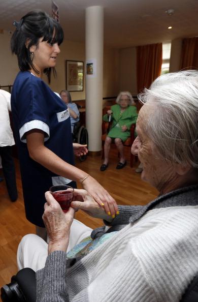 Le cri d alarme des aides soignants dans les maisons de for Aides pour maison de retraite