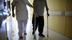 Le cri d'alarme des aides-soignants dans les maisons de retraite : « Intenable »