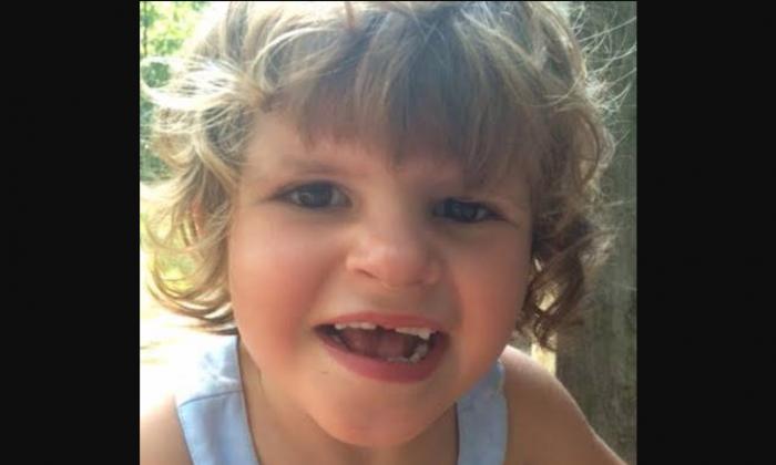 Les médecins ignoraient ce qu'avait leur fille, alors ses parents sont allés sur les médias sociaux pour le découvrir