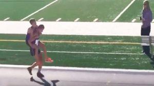 Un adolescent se brise la jambe durant un marathon – son équipier fait alors un choix difficile