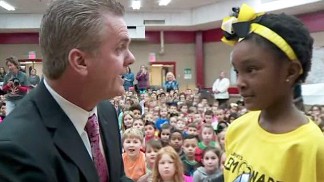 Une fillette de 6 ans avec un triste passé se fait remarquer par une enseignante – puis un jour, elle est appelée devant tous les élèves de l'école
