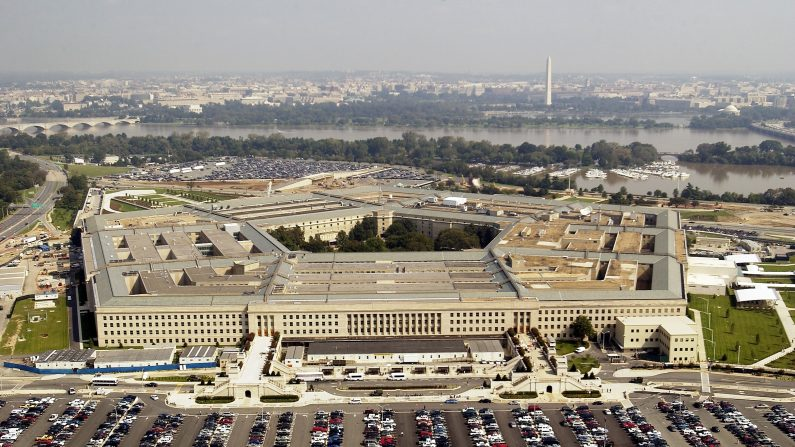 Une séquence vidéo mystérieuse d'un OVNI publiée par le Pentagone, au beau milieu de l'admission d'un programme secret