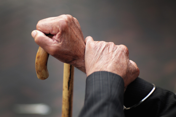 Le témoignage poignant d'une dame de 95 ans violenté en maison de retraite!