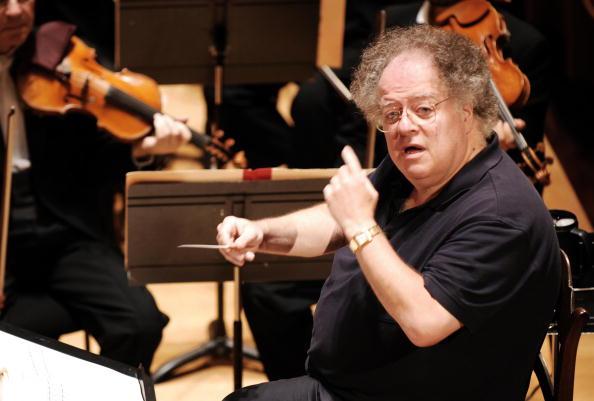 Le chef d'orchestre américain James Levine accusé d'agression sexuelle