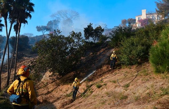 Incendies à Los Angeles: les flammes attisées par les vents, touchent les quartiers luxueux