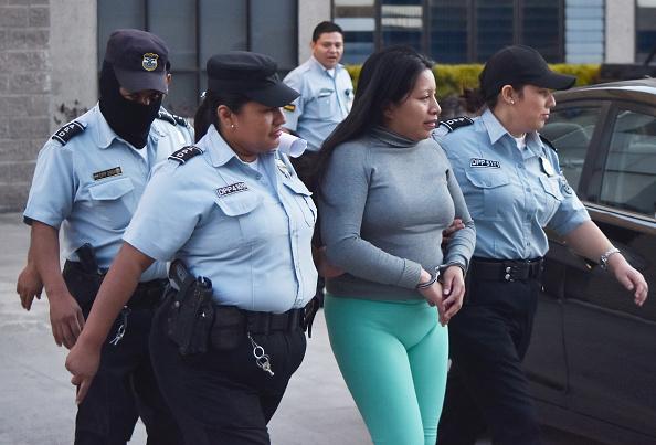 Salvador 30 ans de prison pour une fausse couche epoch - Progesterone pour eviter fausse couche ...
