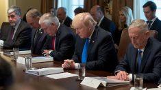Réforme fiscale: Donald Trump se recueille pour remercier Dieu