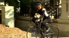CALIFORNIE - Elle échappe à un violent incendie en emportant son chien de 32 kg sur son vélo
