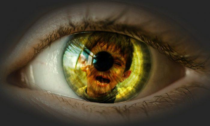 Dans une expérience de mort imminente, un homme voit l'enfer où il ressent toutes les mauvaises choses qu'il a faites aux autres