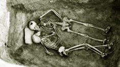 L'histoire des amoureux qui auraient été enterrés vivants il y a près de 2800 ans – ce que les experts ont déterrés les a laissés perplexes