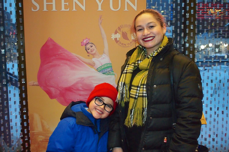 Un flot d'émotions passant de Shen Yun à une directrice de gestion d'évènements et spectacles