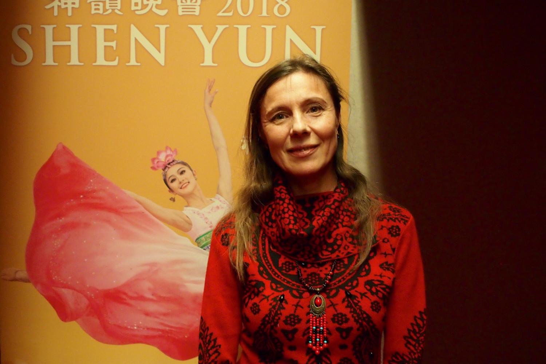 Une danseuse russe noue avec la culture de la Chine ancienne