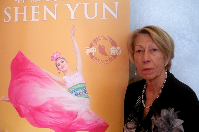 Une fonctionnaire retraitée fait l'éloge du caractère traditionnel de Shen Yun