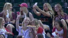 Une association d'étudiantes humiliées publiquement pour avoir pris des selfies lors d'une joute – puis, l'équipe des joueurs réagit