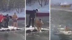 Un russe aperçoit du mouvement dans un étang gelé - lorsqu'il regarde de plus près, il se déshabille et fait l'inimaginable