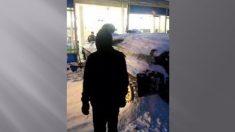Un véhicule blindé vient d'être propulsé à travers la vitrine d'un magasin en Russie - tentative de vol qualifié