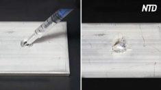 Un chimiste de YouTube verse du mercure liquide sur une plaque d'aluminium - ce qui arrive ensuite est très agréable à voir !