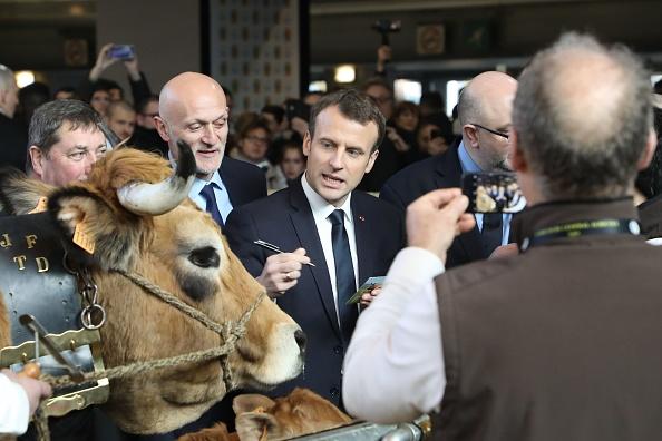Emmanuel macron siffl au salon de l agriculture epoch times for Salon agriculture bruxelles