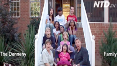 Un couple adopte 9 enfants de différents pays – leur joyeux foyer ressemble à un lieu de rencontre des Nations unies