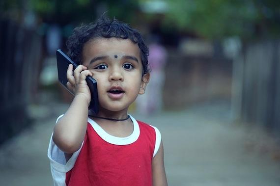 Interdire les téléphones portables aux enfants de moins de six ans?