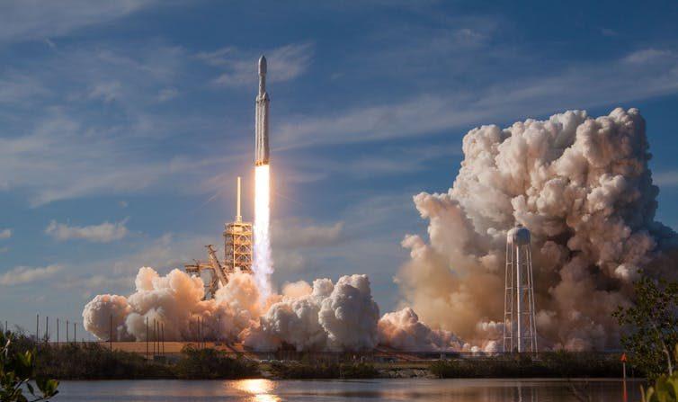 Le vol de la fusée Heavy Falcon: vers une privatisation de l'espace?