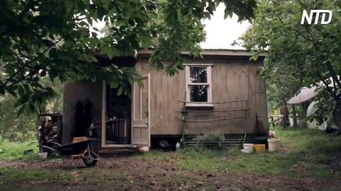 une famille de 3 personnes vit dans une petite cabane hors r seau de 20 m tres carr s pourriez. Black Bedroom Furniture Sets. Home Design Ideas