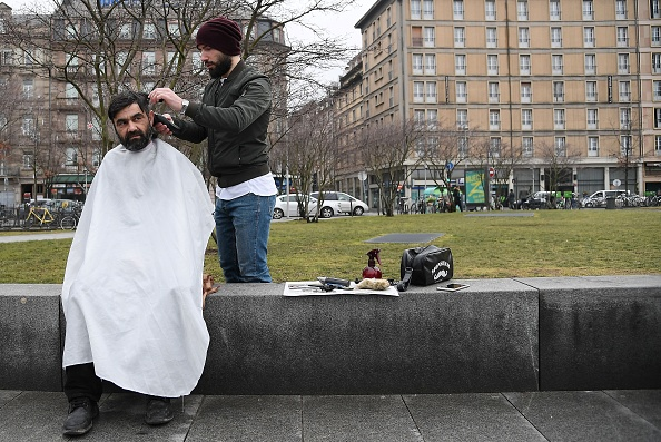 PROVENCE – Un coiffeur offre des coupes de cheveux gratuites aux sans-abri