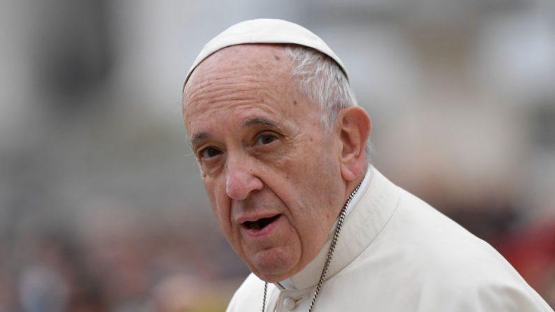 «L'enfer n'existe pas»: les déclarations embarrassantes attribuées au pape François démenties par le Vatican