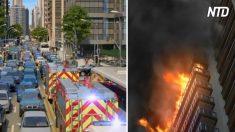 Des camions de pompiers, en route pour éteindre un feu, sont pris dans un embouteillage – tout à coup, une chose incroyable se produit